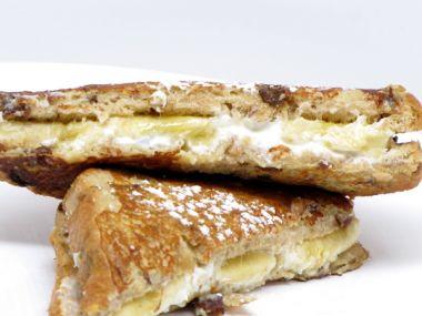 Grilované toasty se šunkou a ovocem