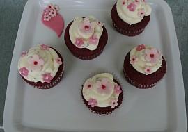 Red velvet cupcakes s cream cheese(krémovým sýrem) recept ...