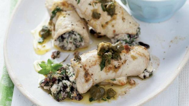 Kuřecí prsa plněná olivami a sardelkami s kaparovým máslem ...
