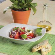Rajčatový salát se sýrem a cibulí recept