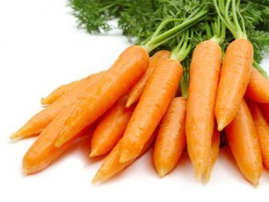 Salát-mrkvový se sýrem