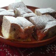 Dvoubarevný koláč s jahodovým pudinkem recept