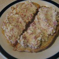Pikantní salámovo-sýrová pomazánka recept