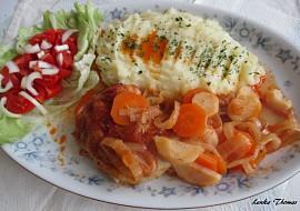 Kuřecí stehna pečená na kořenové zelenině recept