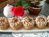 Cuketové dortíčky s ořechy a kávovým krémem recept