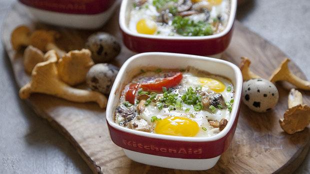 Pečená vejce s houbami