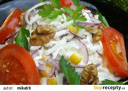 Kedlubnový salát se sýrem a ořechy recept
