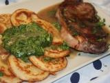 Tapiokovo-parmazánové lívanečky s česnekovým špenátem recept ...