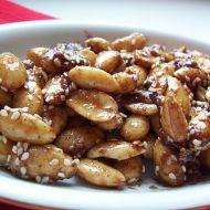 Medové mandle se sezamem a skořicí recept
