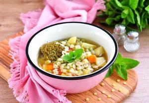 Králičí polévka s drožďovými knedlíčky