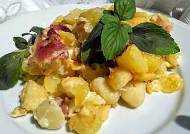 Cibulové brambory a gnocchi se slaninou, zapečené s majolkou a ...