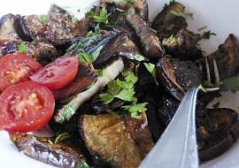 Salát z grilovaného lilku a petržele recept