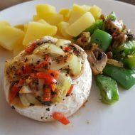 Pikantní zapečený hermelín s bramborem a zeleninou recept ...