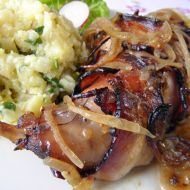 Pečená králičí stehna se slaninou a zázvorem recept