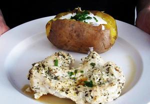 Kuřecí prsa v jogurtu s pečenou bramborou
