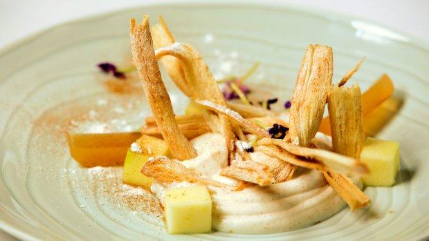 Pečené listové těsto s tvarohem, skořicí a jablečným želé