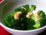 Brokolice s kešu oříšky recept