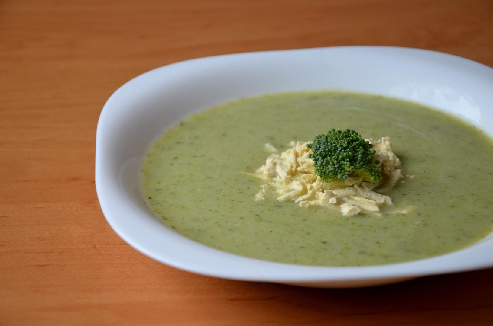 Brokolicová polévka bez zahuštění s tofu nudlemi recept ...