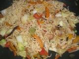Čínske nudle so zeleninou / wok recept