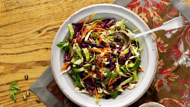 Teplý zelný salát