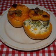 Papriky plněné rýží a sýrovou omáčkou recept
