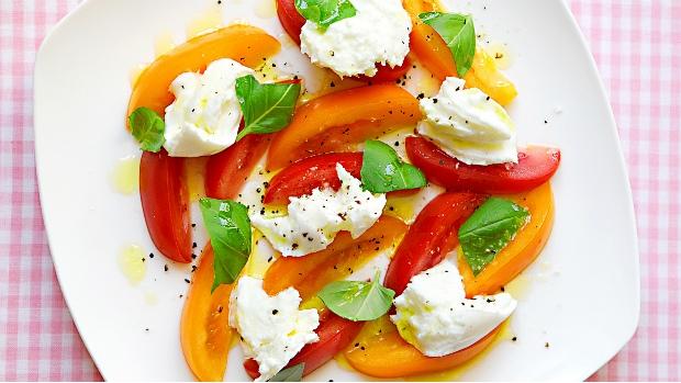 Salát Caprese s buvolí mozzarellou