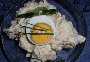 Jednoduchá vajíčková pomazánka s okurkou