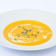 Dýňová krémová polévka s praženými dýňovými semínky recept ...