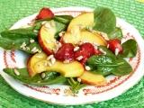 Špenátový salát s jahodami a nektarinkou recept