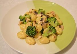 Gnocchi s brokolicí, tofu a žampiony recept