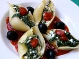 Těstovinové mušle plněné sýrem cottage a špenátem recept ...