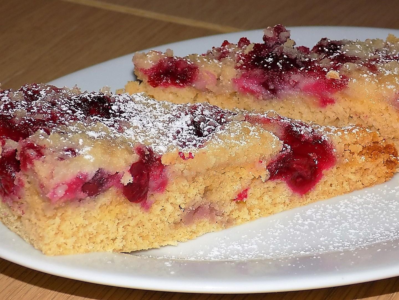 Celozrnný višňový koláč s drobenkou recept