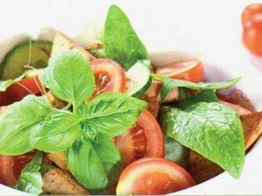 Marinované tofu se zeleninovým salátem