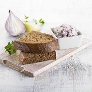 Z jádra dobrý chléb darken s cibulovou pomazánkou recept