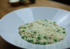 Parmezánové risotto s kuřecím masem a hráškem recept ...