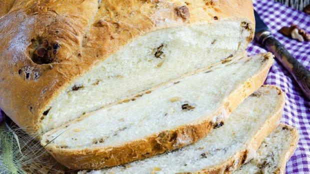 Chléb s ořechy a levandulí