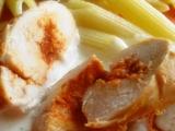 Kuřecí miniroládky s paprikovou pastou a ementálovou omáčkou ...