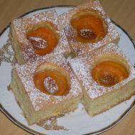 Koláč s meruňkami a medovými rozinkami recept