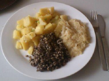 Pečené kroupy s brambory a zelím