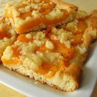 Kynutý koláč s meruňkami a drobenkou recept