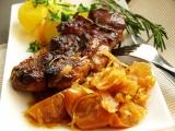Pomalu pečená vepřová krkovice na voňavém zelí recept ...