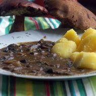 Houbový guláš se smetanou recept