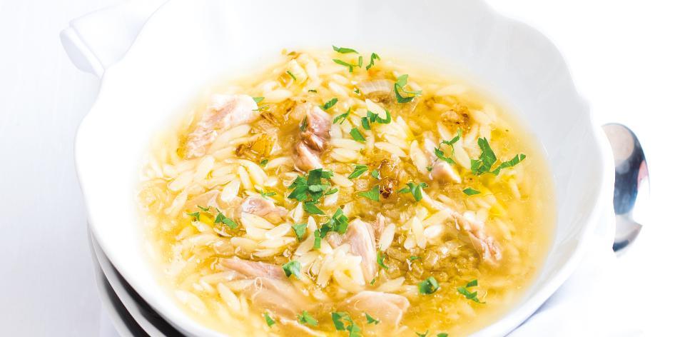 Kuřecí polévka s těstovinovou rýží