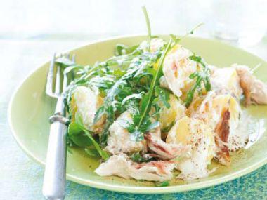 Teplý salát s uzenou makrelou