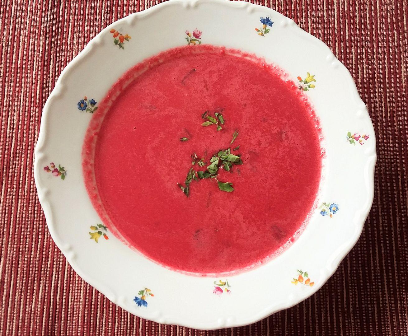 Zářivě růžová polévka recept