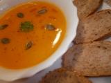 Dýňová polévka s kokosovým krémem recept