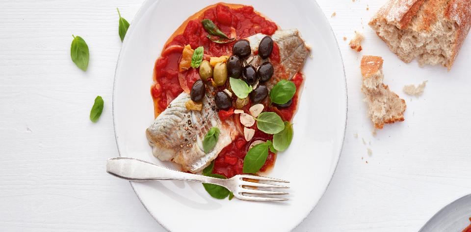 Ryba s rajčatovou omáčkou s olivami