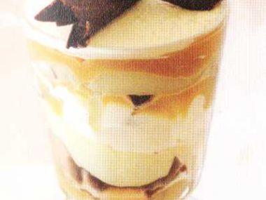 Čokoládovokaramelový pohár