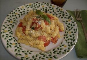 Těstoviny s vejci, parmezanem a cherry rajčátky