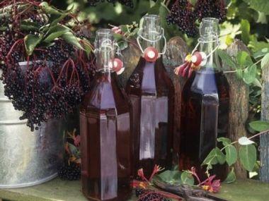 Bezinkový likér z bezinek